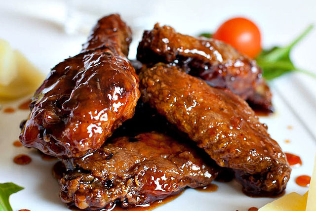 Sweet and Spicy Chicken wings with red wine, brown sugar and garlic