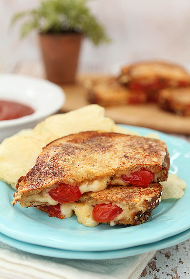 Inside Out Grilled Cheese with Tomatoes from Creative-Culinary.com