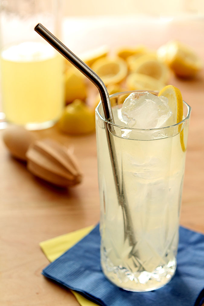 Lemonade Cocktail for National Lemonade Day | @creativculinary