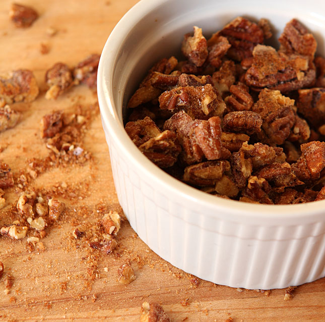 Coffee flavor candied walnuts | creative-culinary.com