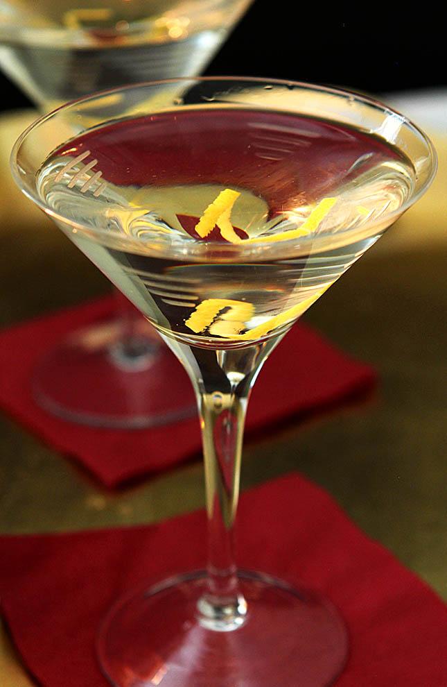 Robert de niro 39 s vodka martini with a twist creative for Vodka martini