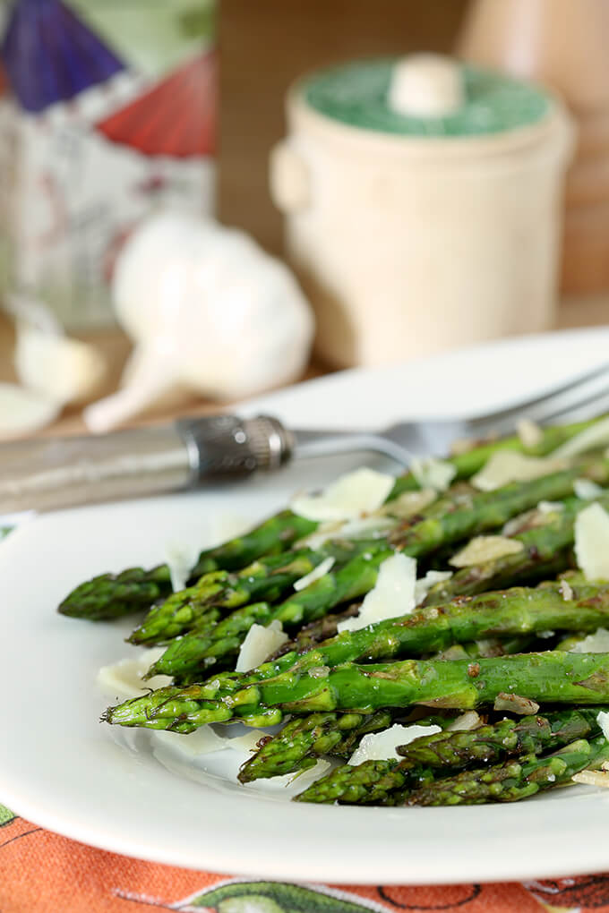 Grilled Asparagus with Garlic and Parmesan | Creative Culinary
