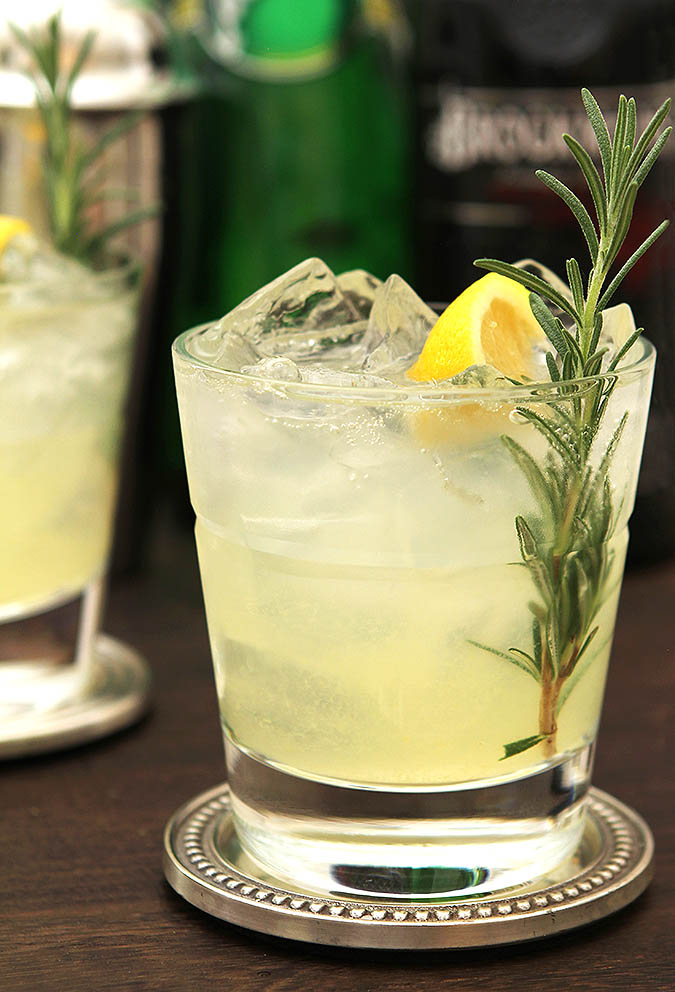 Sparkling Gin and Rosemary Lemonade