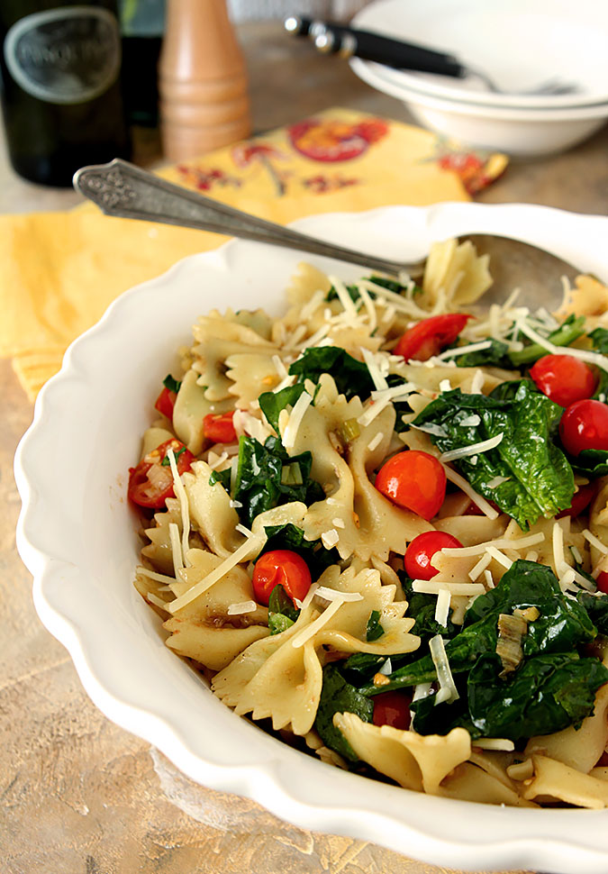 Pasta with Spinach, Tomatoes and Roasted Garlic