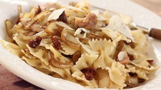 Pasta with Chicken, Grilled Onions and Sun Dried Tomatoes