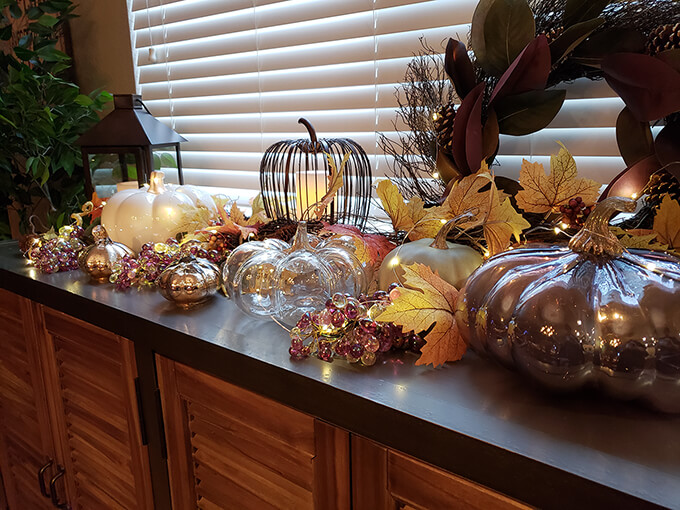 Fall Pumpkin Decor in Kitchen