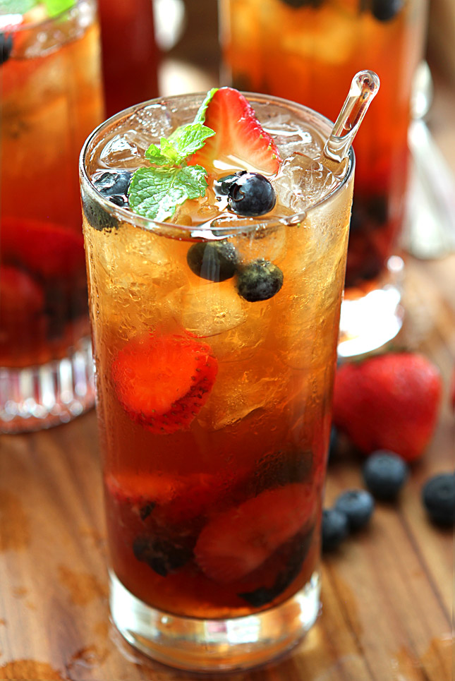 very berry iced tea with honey mint syrup creative culinary